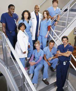 Médecins, avocats, agents de stars… trois séries qui mettent à l'honneur l'univers professionnel !