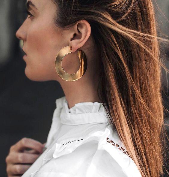 10 façons de porter vos boucles d'oreilles cet été !