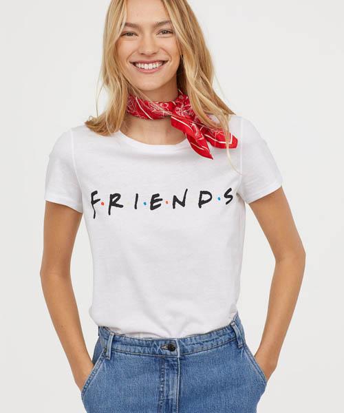 Barbie, Corn Flakes, Grease… 11 t-shirts stylés imprimés rétro à shopper absolument !