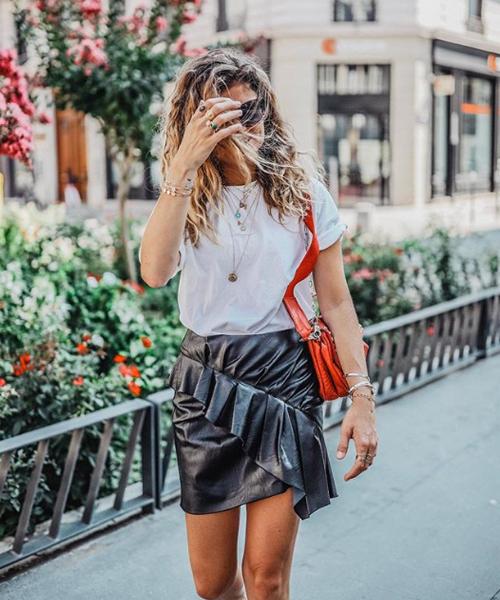 Comment porter le t-shirt blanc cet été ? 9 looks inspirants et stylés